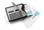 Vizītkaršu etvija ar kalkulatoru un pildspalvu
